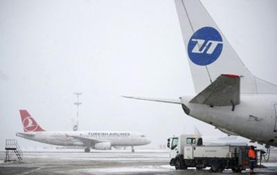У Москві через снігопад затримали і скасували понад 300 авіарейсів