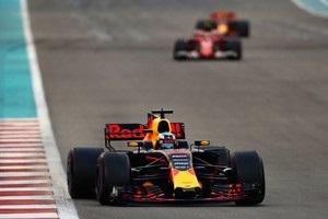 Кількість обгонів у Формулі-1 в 2017 році знизилася майже наполовину