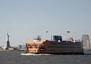 Паром врезался в пристань в Нью-Йорке, около 60 человек ранены (обновлено)