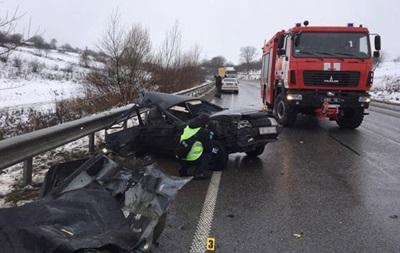 В Ровенской области легковушка врезалась в автобус, есть жертвы