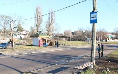 В Житомире автомобиль въехал в остановку, есть пострадавшие