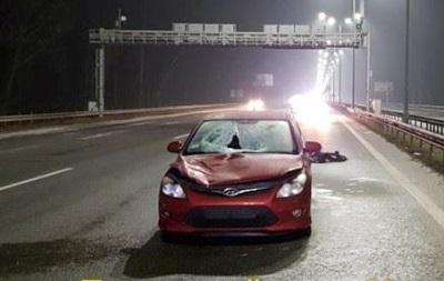 Под Киевом автомобиль сбил насмерть пешехода