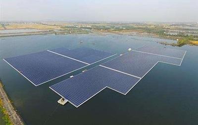 Китай запустил крупнейшую в мире плавучую солнечную электростанцию