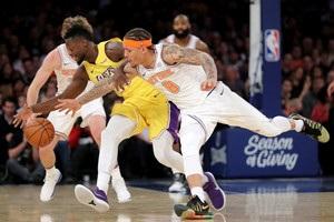 НБА: Нью-Йорк обіграв в овертаймі Лейкерс, Філадельфія перервала серію поразок