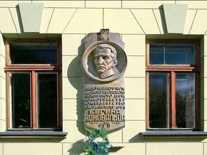 Во Львове осквернили мемориальную доску основателю ОУН