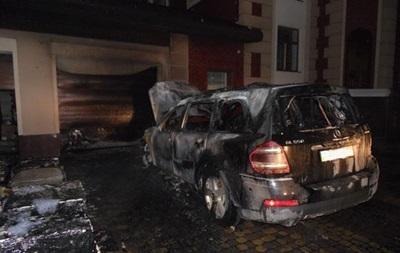 У Рівному підпалили будинок і авто депутата - ЗМІ