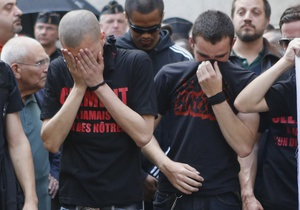 Вспышка ненависти - Во Франции почтили память убитого скинхедами студента