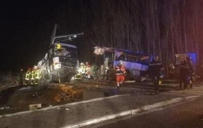 У Франції потяг врізався в шкільний автобус, є жертви