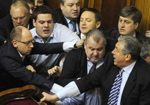 Фотогалерея: Бойцовская Рада Украины. Потасовки депутатов перед избранием Рыбака спикером