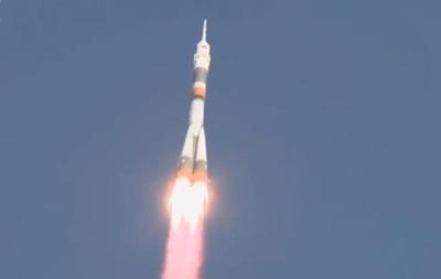 Россия запустила ракету Союз с экипажем для МКС