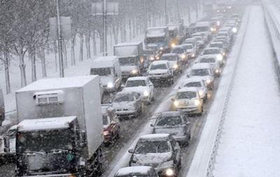 У Києві паралізовано рух через снігопад