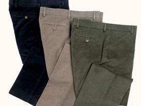 В Тунисе пошили самые длинные брюки