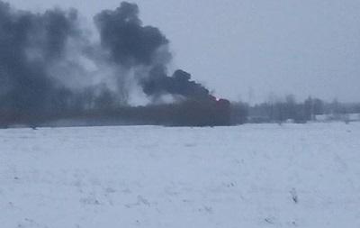 Біля військового аеродрому під Києвом горить заправка
