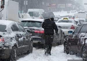 Борьба со снегами: Азаров предупредил о грядущих отставках
