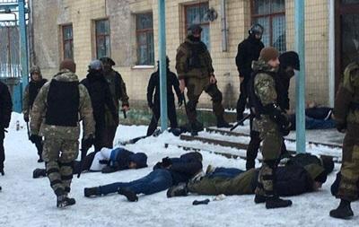 Поліція затримала 20 озброєних осіб у Вінницькій області