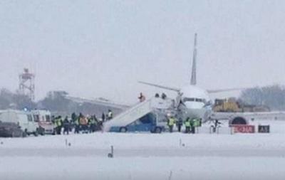 СМИ: В аэропорту Борисполь самолет слетел с полосы