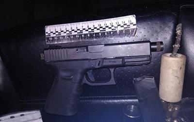 В Киеве у водителя Porsche нашли пистолет с глушителем