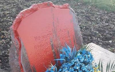 В Одесі облили фарбою пам ятний знак бійцям АТО