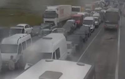 Накордоні України зкраїнами ЄС утворилися кілометрові черги завто
