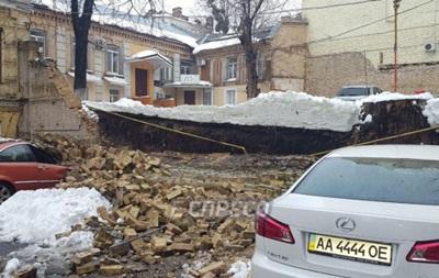 В центре Киева обрушилась стена между домами