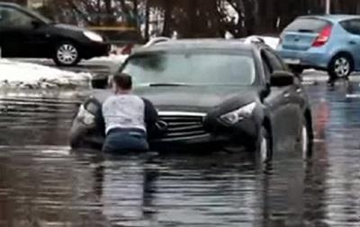 У Києві затопило вулицю
