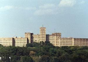 В Харьковском университете мужчина выпал из окна туалета на седьмом этаже