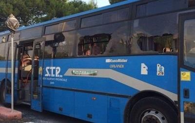 В Италии перевернулся автобус: 15 пострадавших