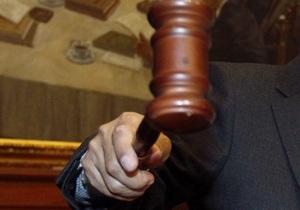 Скандал в Черниговской области: чиновники спилили к Новому году елку с могилы ребенка