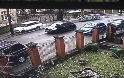 З явилося відео, як у Львові жінка-водій збила патрульних