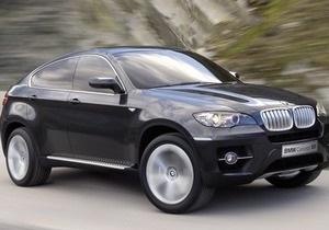 В центре Львова неизвестные напали на водителя и отобрали у него BMW X6