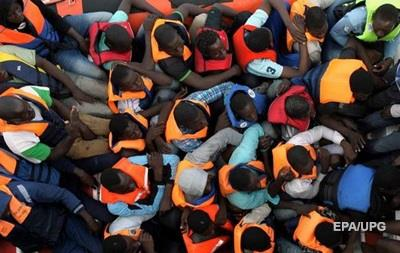 Біля Італії врятували майже 300 мігрантів із затонулого судна