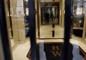 В трубе дождевого слива в Париже обнаружили драгоценности на миллионы долларов