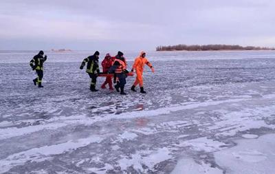 В Черкассах под лед провалились два парня, один погиб