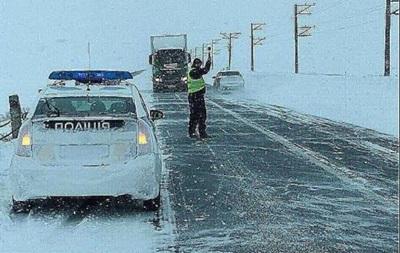 Поліція закликає водіїв обмежити поїздки