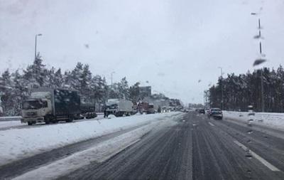 Через снігопад траса «Київ— Одеса» перекрита