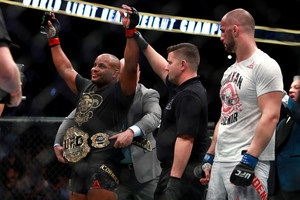 UFC 220: Корм є нокаутував Оздеміра