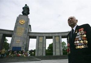 Неизвестные осквернили памятник советским солдатам в Берлине