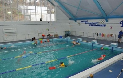 Во Львове после плавания в бассейне умер ребенок