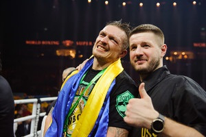 Україна пишається тобою: Порошенко привітав Усика з перемогою