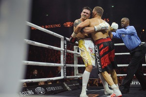 Бой между Усиком и Бриедисом был ближе к любительскому боксу – комментатор