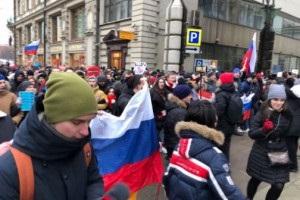 У центрі Москви заспівали пісеньку про Путіна