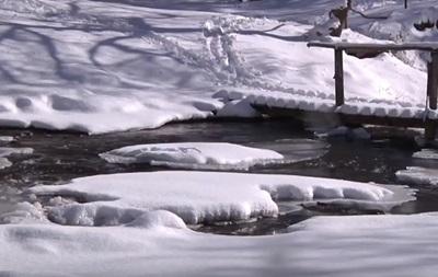 Замерз один з найвідоміших водоспадів України