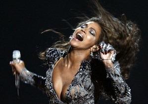 Альбом Бейонсе третью неделю лидирует в чарте Billboard 200