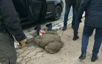На Чернігівщині поліцейського затримали за торгівлю зброєю