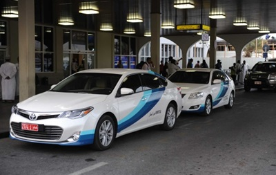 В Омані жінкам дозволили кермувати таксі
