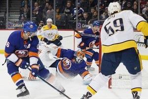 НХЛ: Нэшвилл в овертайме обыграл Айлендерс, Торонто и Анахайм устроили перестрелку