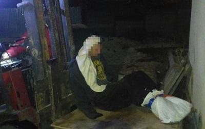 В Одессе мужчина примерз к крыше дома