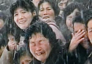 Фотогалерея: Снег сквозь слезы. Северная Корея прощается с Ким Чен Иром