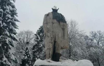 На Львівщині затримали вандалів, які відбили голову пам ятнику Шевченку