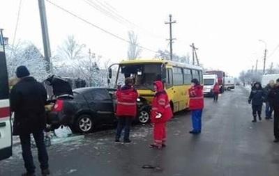 В Мариуполе Chery столкнулась с маршруткой, есть жертвы
